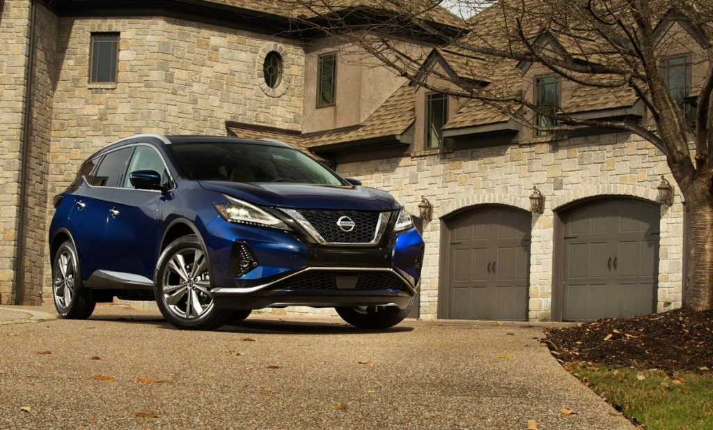 The 2019 Nissan Murano exterior has a more pronounced front V-motion grille, redesigned LED headlights and taillights, new LED fog lights, new 18-inch and 20-inch aluminum-alloy wheel designs and three fresh new exterior colors – Sunset Drift Chromaflair, Mocha Almond Pearl and Deep Blue Pearl.