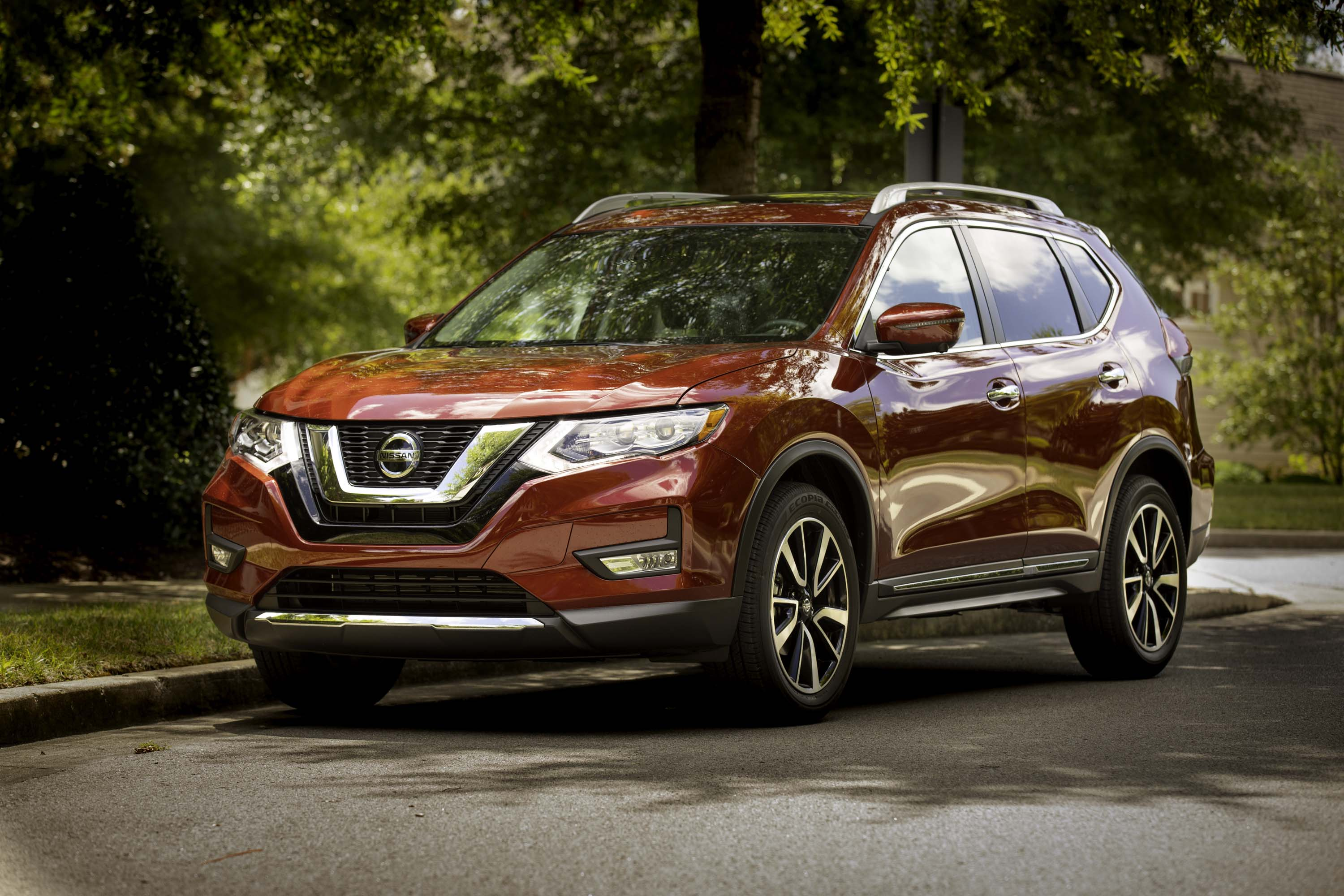 Every 2019 Rogue features NissanConnectSM featuring Apple CarPlay™ and Android Auto™, with a 7.0-inch color touch-screen display. Rogue exterior highlights include body-color heated outside mirrors with available integrated turn signals, a rear spoiler, privacy glass and roof rails.