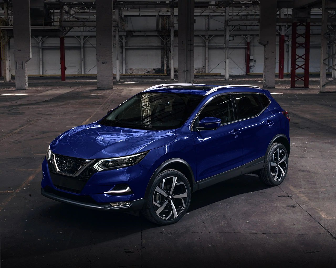 angled-view-of-dark-blue-2020-nissan-qashqai-crossover-mobile