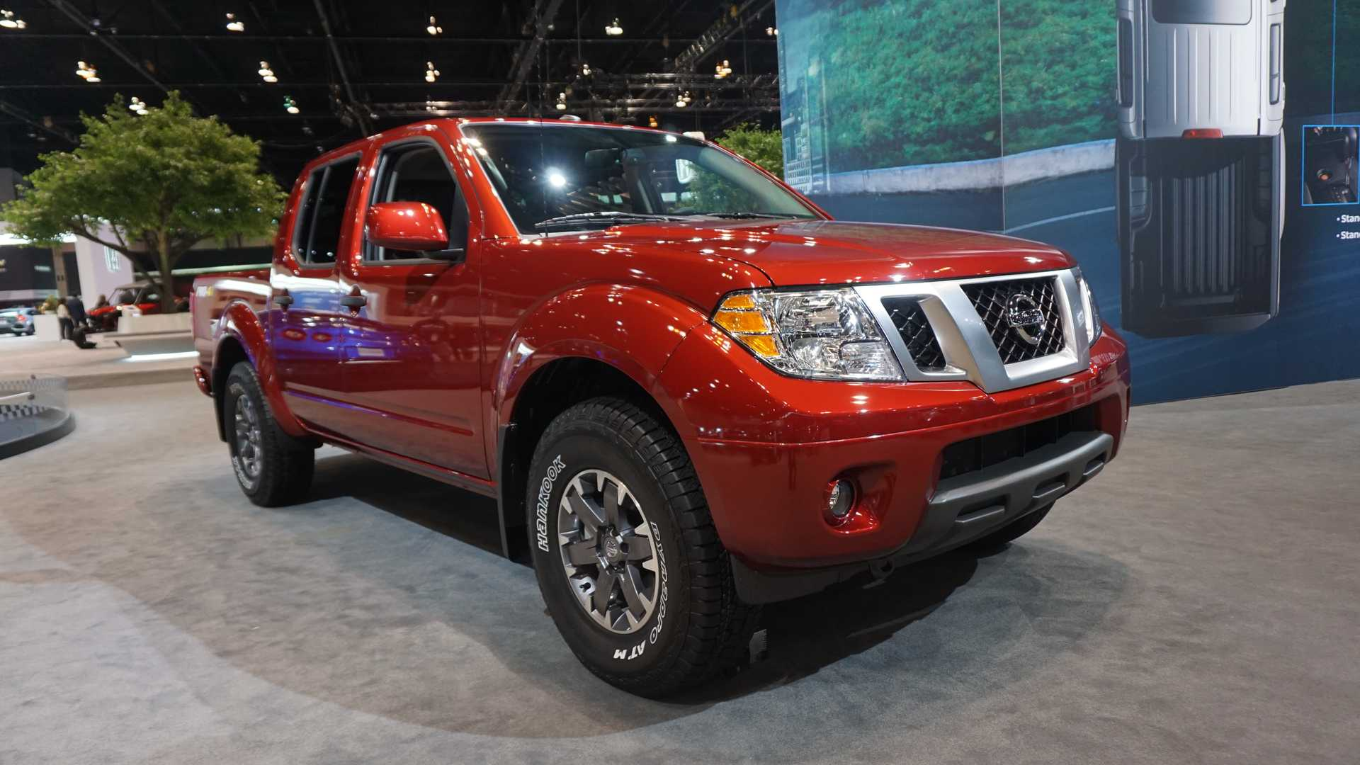 2020-nissan-frontier-at-chicago-auto-show (3)